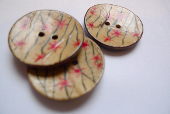 Coconut_shell_buttons